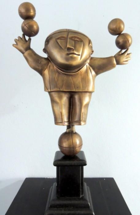 IC-003 - Inos Corradin - Equilibrista - Escultura em Bronze - 68 cm de altura